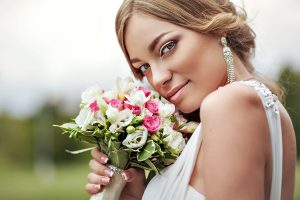 Фотография портрет невесты свадебная фотосессия на природе на закате Коломенское красивая невеста фото роза