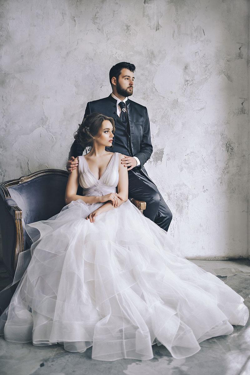 Свадебная фотосессия в студии фото жениха и невесты The Museum Studio фотограф на свадьбу самые красивые стильные фотосессии молодожен портфолио позы для пары