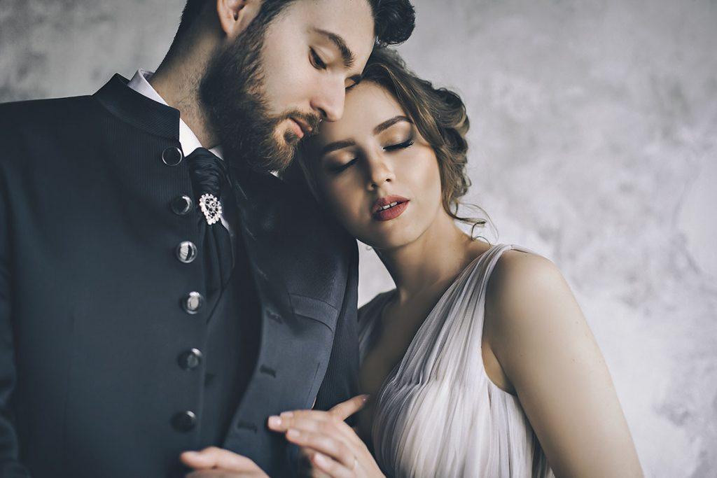 Свадебная фотосессия в студии фото жениха и невесты свадебные позы