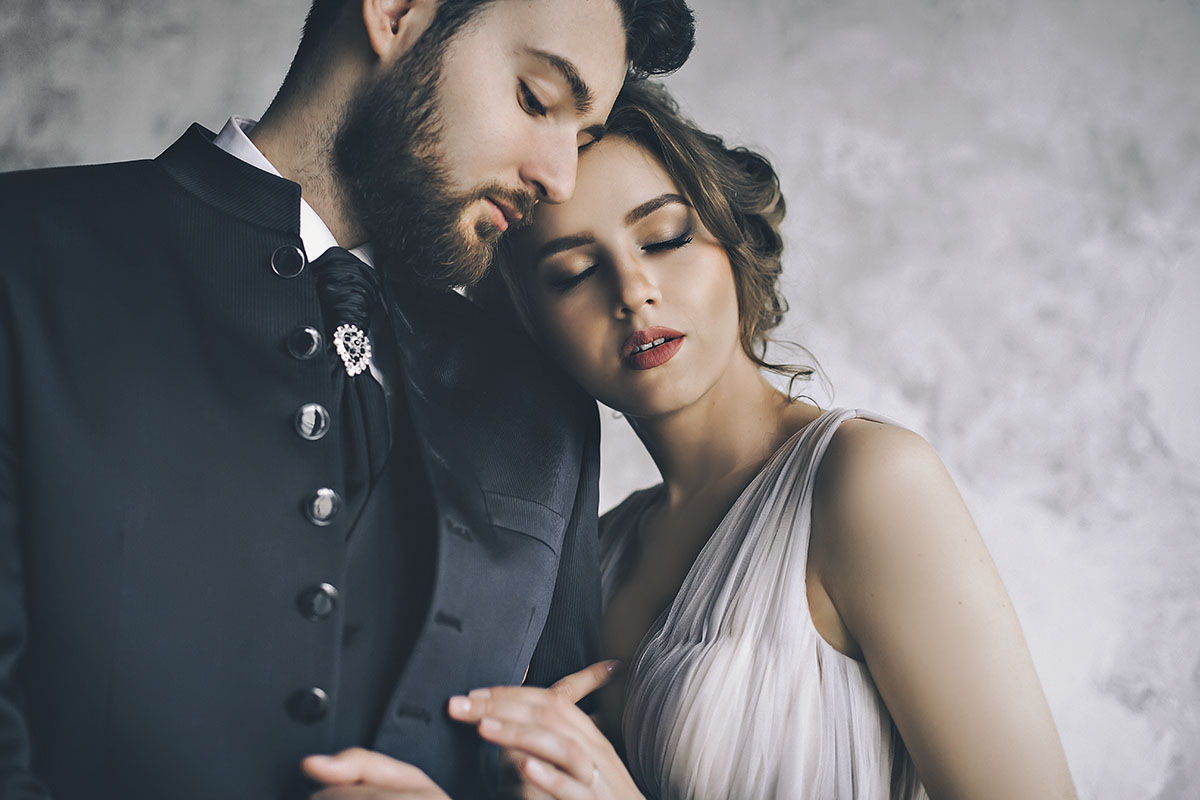 свадебные позы свадебная фотосессия в студии фото жениха и невесты The Museum Studio фотограф на свадьбу самые красивые стильные фотосессии молодожен портфолио