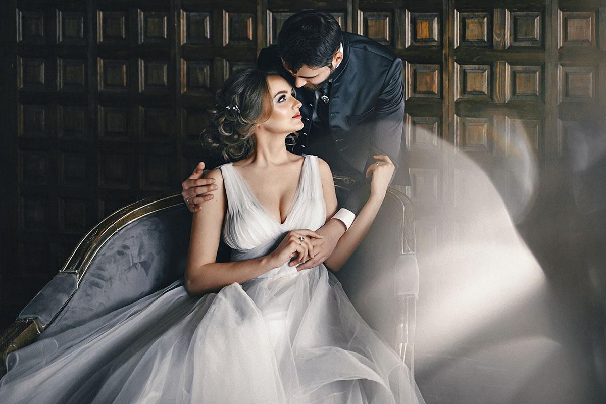 свадебные позы свадебная фотосессия в студии фото жениха и невесты The Museum Studio самые красивые стильные фотосессии молодожен портфолио свадебного фотографа