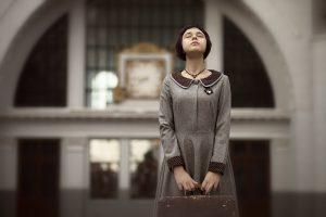 Фотографии фотосессия девушек женский портрет французский стиль по фильму Амели киевский вокзал на закате летом идеи для фотосессии в Москве